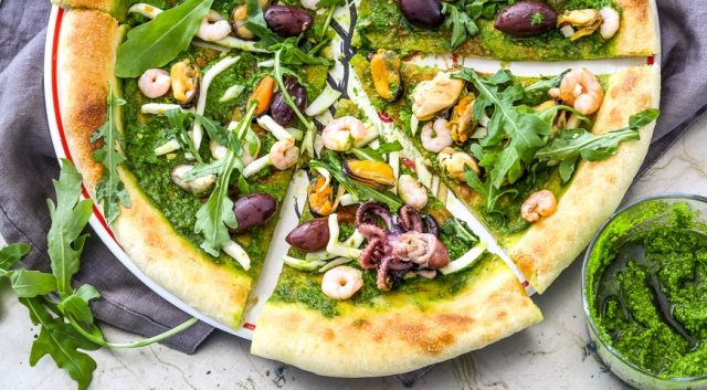Recipe for a colorful pizza with seafood and pesto sauce - foto 1708